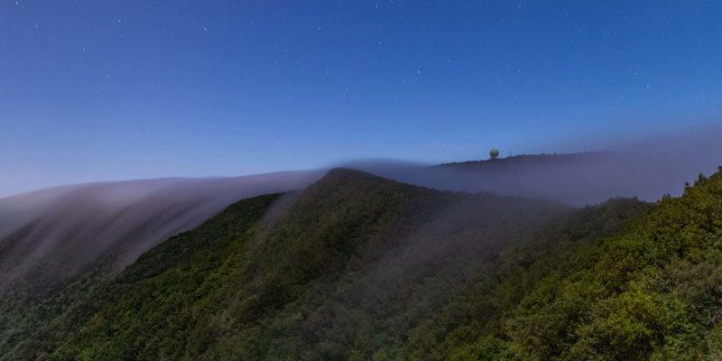 Las olas del mar de nubes sobre el Pico del Inglés de Anaga, Tenerife