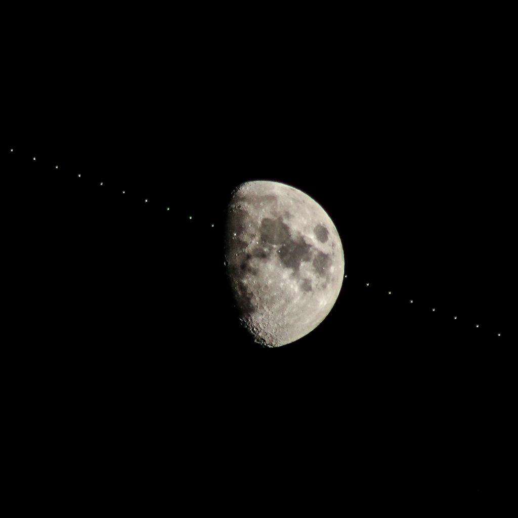 Tránsito Estación Espacial Internacional (ISS) frente a la Luna